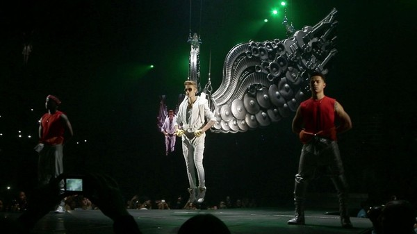 All Around The World (Official) - Justin Bieber ft. Ludacris